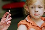 Australia cắt trợ cấp gia đình nếu không tiêm phòng cho trẻ em