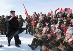 Ông Kim Jong Un khoan khoái leo núi cao nhất Triều Tiên