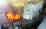 Cháy lớn nhà chứa sơn, dân hoảng hốt tháo chạy