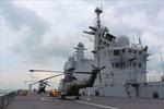 Tàu chiến Mistral Pháp cập cảng Singapore