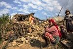 Mưa lớn gây khó khăn cho cứu hộ tại Nepal