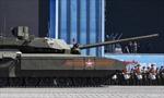 Xe tăng Armata đột ngột bất động trên Quảng trường Đỏ