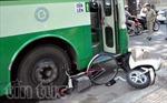 Giải cứu người phụ nữ bị cuốn vào gầm xe buýt