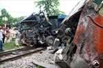 Xe tải va chạm tàu hỏa tại Thái Nguyên