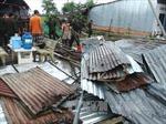 Mưa, lốc xoáy làm đổ, tốc mái cả trăm ngôi nhà
