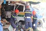 Xe tải đâm sập nhà dân, một phụ nữ bị vùi lấp