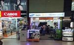 Singapore bắt chủ cửa hàng điện thoại lừa khách Việt