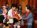Phó Chủ tịch nước Nguyễn Thị Doan gặp mặt trẻ em hoàn cảnh khó khăn