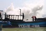 Cháy rụi tàu cá trong đêm tại Quảng Nam