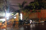 Xe container lao vào nhà dân trong đêm