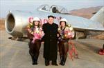 Nhà lãnh đạo Triều Tiên thị sát nữ phi công bay tập