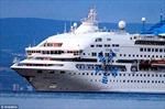 Tàu du lịch bị tàu chở dầu đâm thủng mũi