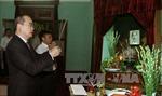 Các đồng chí lãnh đạo dâng hương tưởng niệm Chủ tịch Hồ Chí Minh