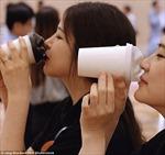 Tận hưởng nụ hôn mỗi ngày với cốc cà phê đôi môi