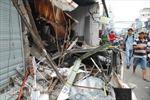 Xe rác nổ lốp tông sập 4 nhà dân