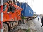 Hải Dương: Xe container lao qua dải phân cách đâm bẹp xế sang Lexus