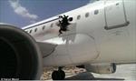 Máy bay rách toạc thân, hành khách bị hút ra ngoài