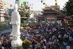 Nô nức lễ chùa ngày đầu năm mới