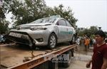 Taxi lao xuống hồ, 4 người trên xe tử vong
