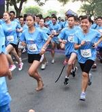 1.200 hào hứng chạy việt dã trên đường phố Sài Gòn