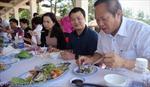 Bộ trưởng mời nhà báo ăn cá tại biển Nhật Lệ, Quảng Bình