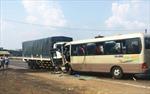 Xe khách tông trực diện xe tải, hơn 20 người thương vong