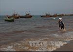 Video nước ven biển Quảng Bình đổi màu