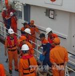 Các thuyền viên gặp nạn tại Hoàng Sa về đất liền an toàn