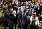 Thủ tướng Canada xin lỗi vì thúc khuỷu tay vào nữ nghị sĩ