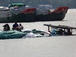 Va tàu biển, ghe chở 25 tấn thức ăn thuỷ sản chìm trên sông Hậu