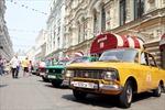 Đã mắt với dàn xe cổ màu sắc trên đường phố Moskva