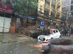 Hà Nội nghiêng ngả, cây đổ phố ngập vì bão