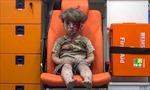 Nhói lòng hình ảnh cậu bé Syria trong xe cứu thương ở Aleppo