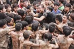 Thay đổi hình thức lễ hội cướp phết để bớt bạo lực