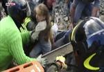 Giải cứu bé gái Italy mắc kẹt 17 giờ sau động đất