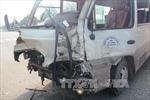 Xe container đâm xe chở công nhân, 6 người bị thương