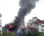 Cháy dữ dội quán karaoke ở phố Vũ Tông Phan, Hà Nội
