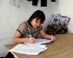 Cô gái Nùng làm công nhân thi đậu hai trường đại học