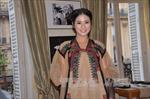 Thổ cẩm Việt Nam đi chinh phục kinh đô thời trang thế giới