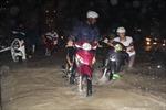 Mưa lớn, thành phố Biên Hòa chìm trong biển nước