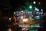 Thành phố Hồ Chí Minh lại mưa lớn, gây nhiều sự cố