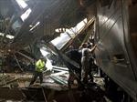 Tàu hỏa Mỹ tông sập mái nhà ga, hơn 100 người thương vong