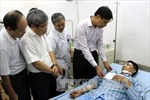 Cứu chữa nạn nhân vụ nổ mìn tại công trường Than Khe Chàm