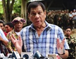 "Ông Duterte dọa ""lột sống da"" quan tham"