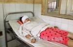 Nữ sinh bị đèn cao áp rơi trúng đầu lúc tan trường