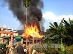 Hỏa hoạn thiêu rụi 11 ngôi nhà sàn ở Hà Giang