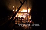 Tàu câu mực trên 4 tỷ đồng cháy rụi sau hỏa hoạn