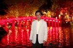 Chế Linh dành thời gian dạo phố đêm Hà Nội