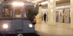 Hành khách bất ngờ phi thân qua mũi tàu hỏa