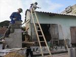 Giúp dân khắc phục hậu quả lốc xoáy